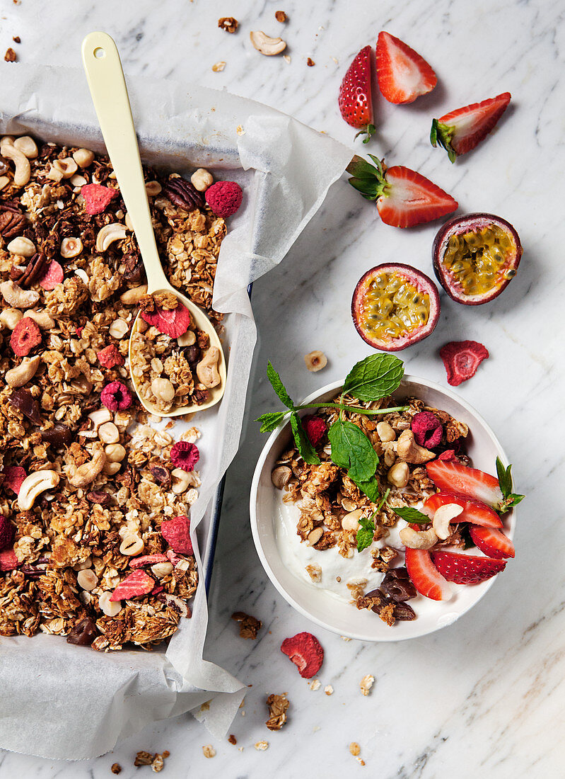 Yoghurt and muesli with strawberries, raspberries, cashews and mint
