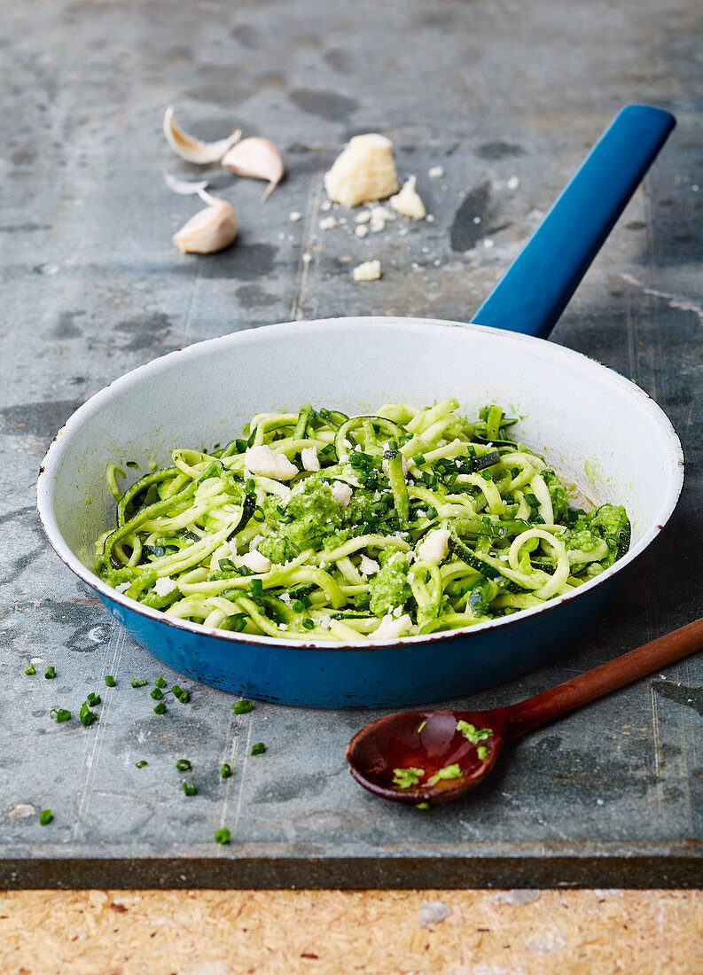 Courgette noodles with pesto