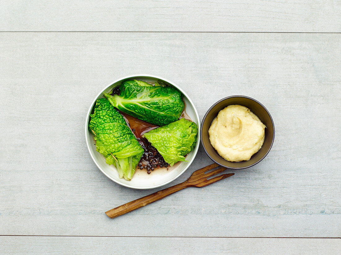 Savoy cabbage parcel with puréed parsnips (low carb)