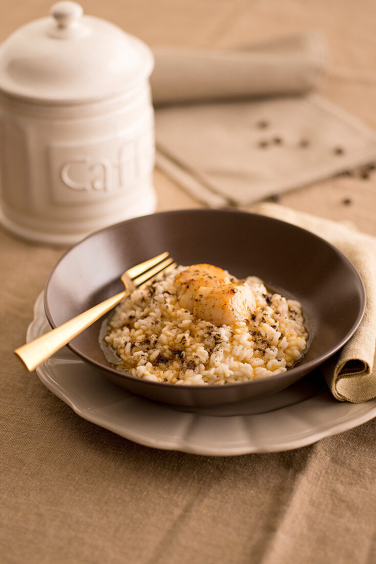 Coffee risotto with lemon and scallops