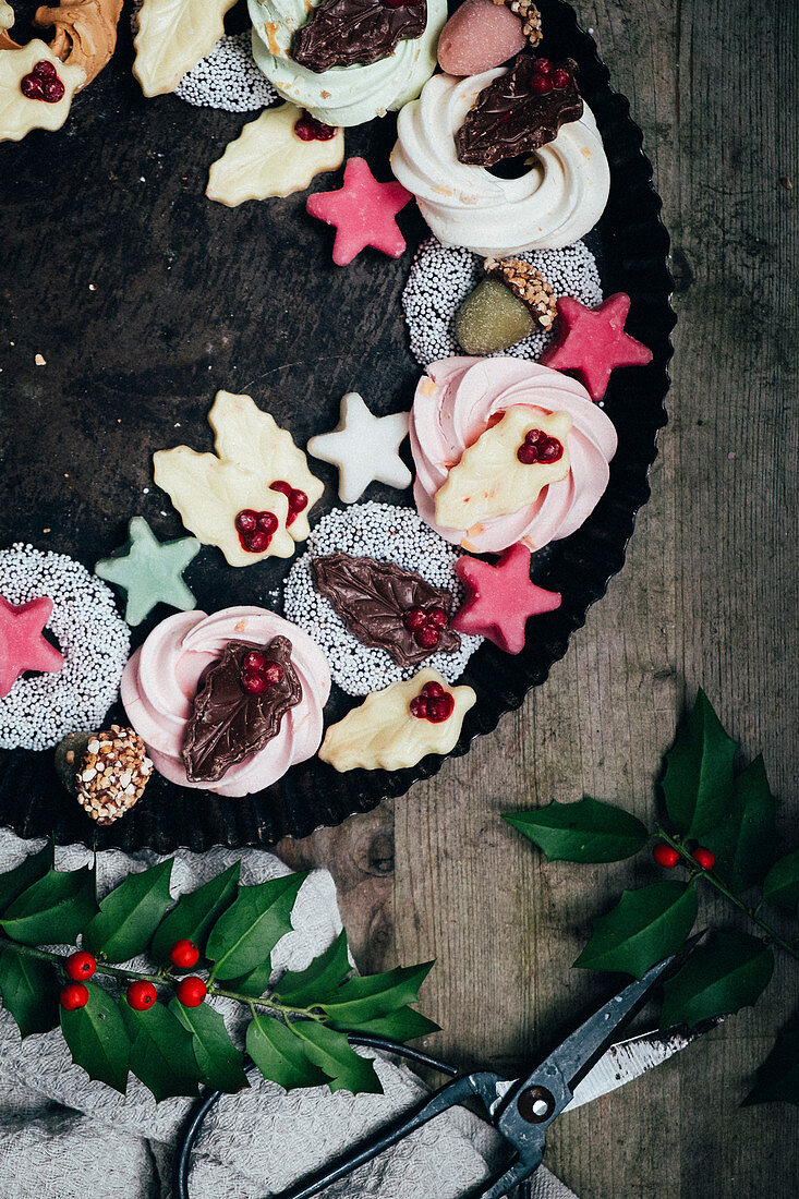 A Christmas wreath made from Christmas sweets (seen from above)