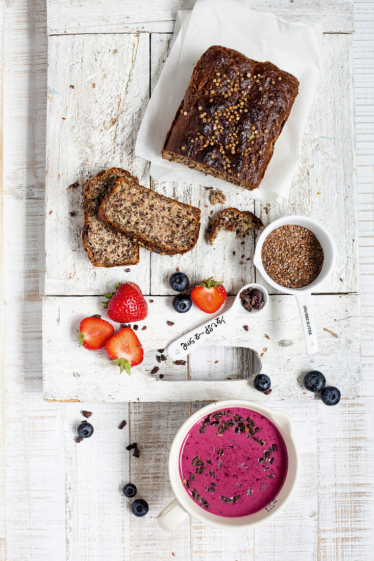Protein seed bread and a berry smoothie bowl (low GL)