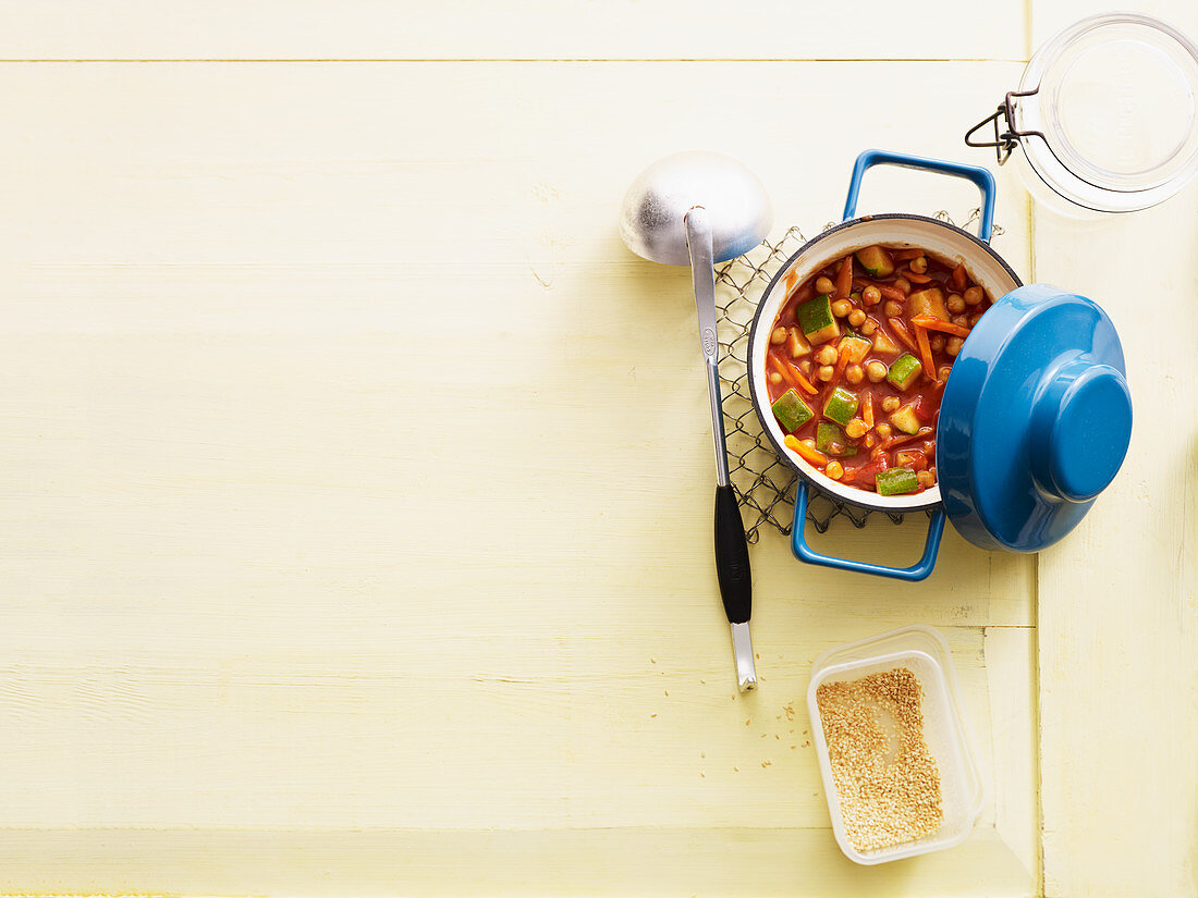 Tomato and chickpea stew to take away