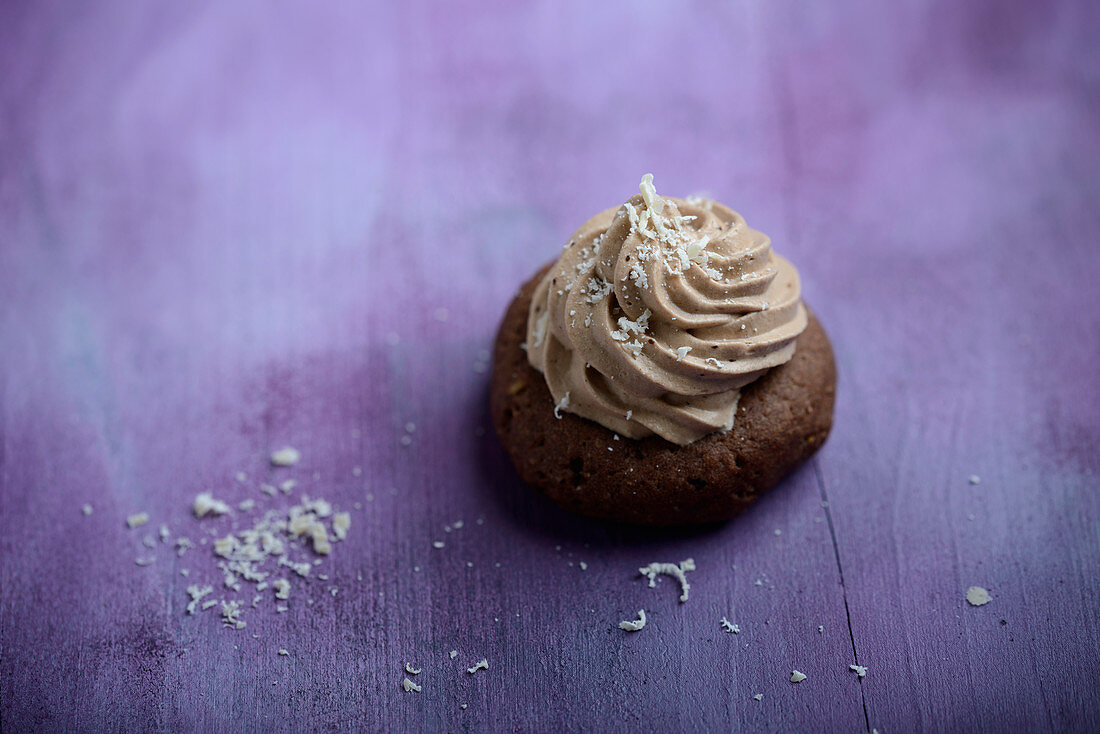 A vegan coffee praline with nougat cream sprinkled with grated rice milk chocolate