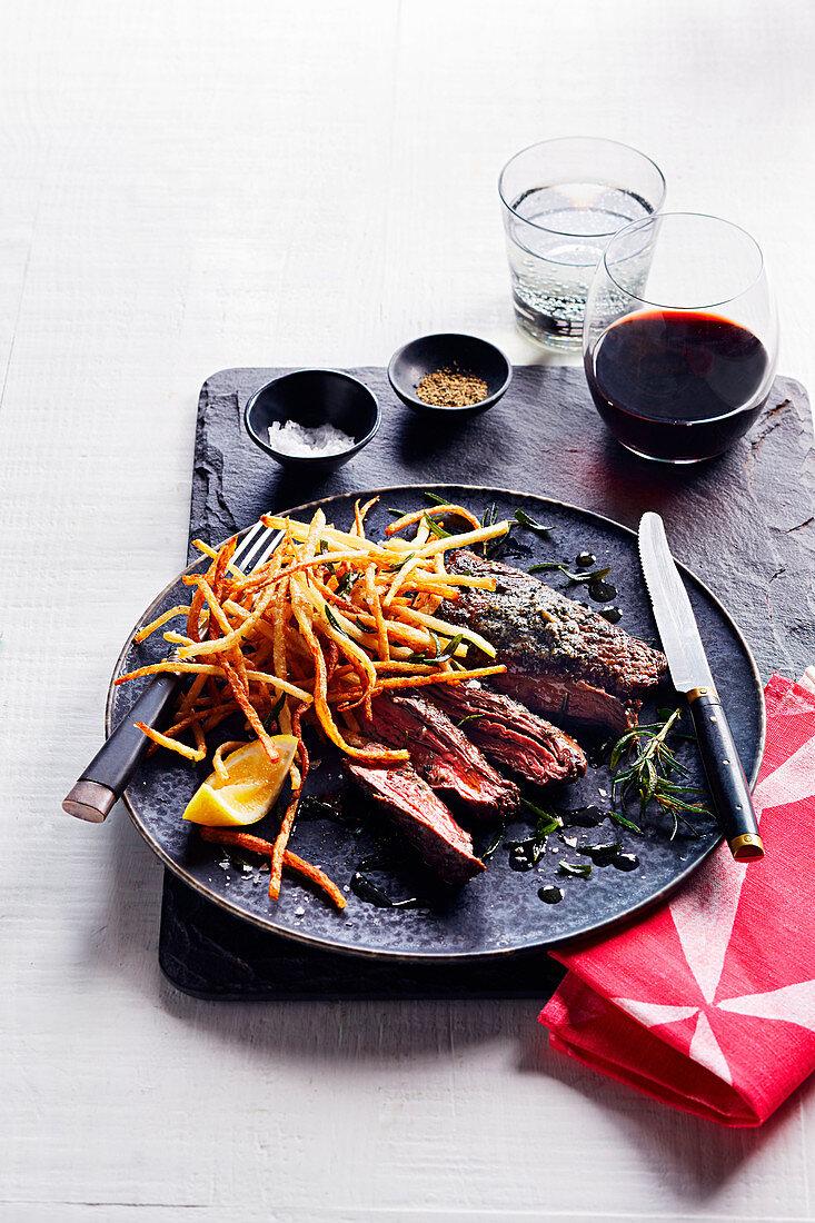 Steak mit Algenbutter und frittierten Kartoffelstreifen