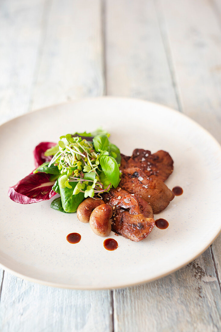 Rabbit liver and kidneys with salad