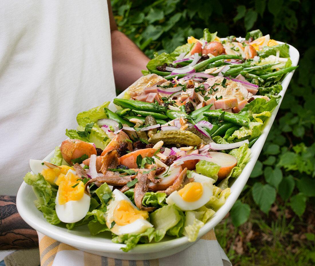 Serving salad platter
