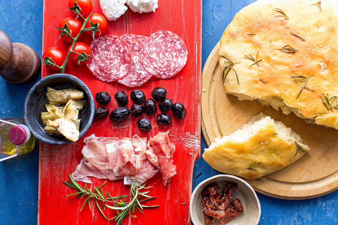 Antipasti: focaccia with rosemary, finocchiona (fennel salami), tomatoes, artichokes, black olives and ham