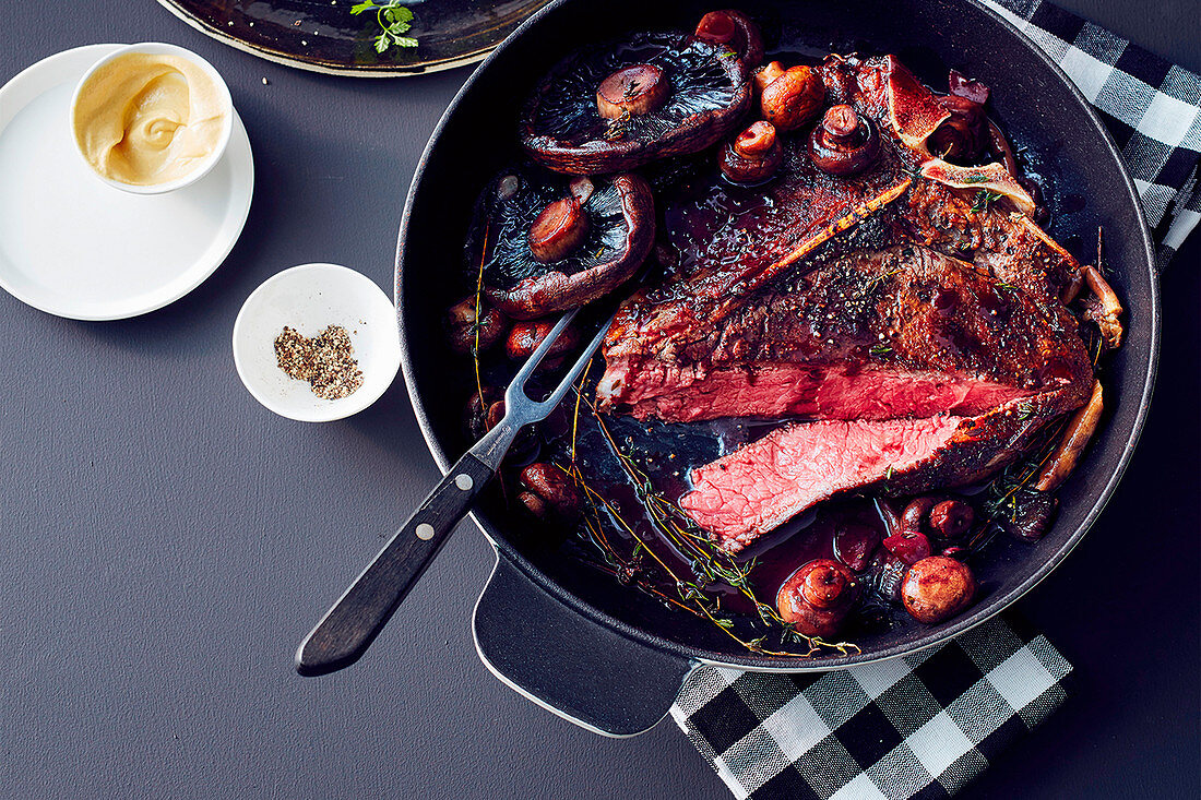 Glazed T-bone with red wine and mushrooms