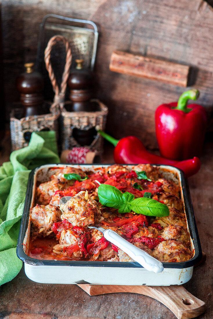 Fleischbällchen in Paprika-Tomaten-Sauce
