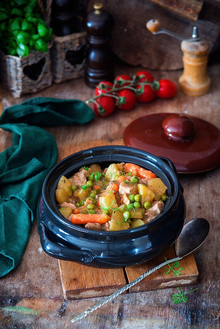 Stew with pork, pototoes, carrots and peas