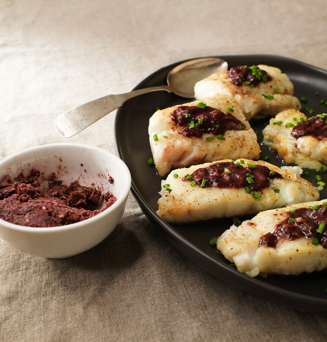 Fish fillets with wine sauce