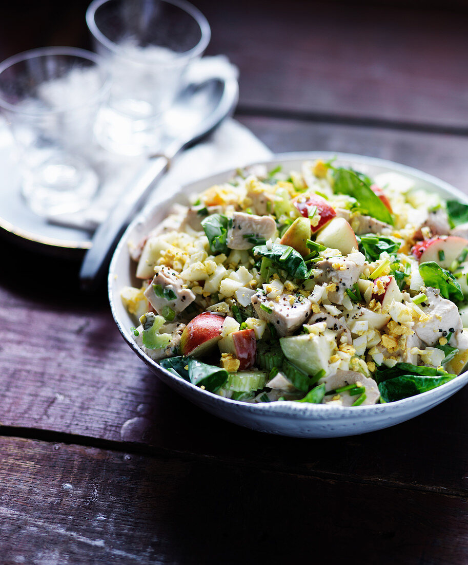 Creamy chicken with apple, celery and egg