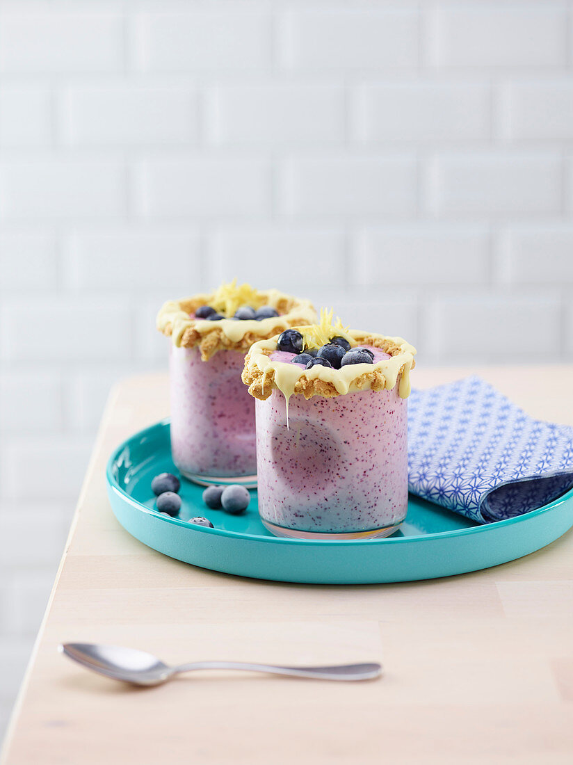 Blueberry and cream cheese smoothie with white chocolate