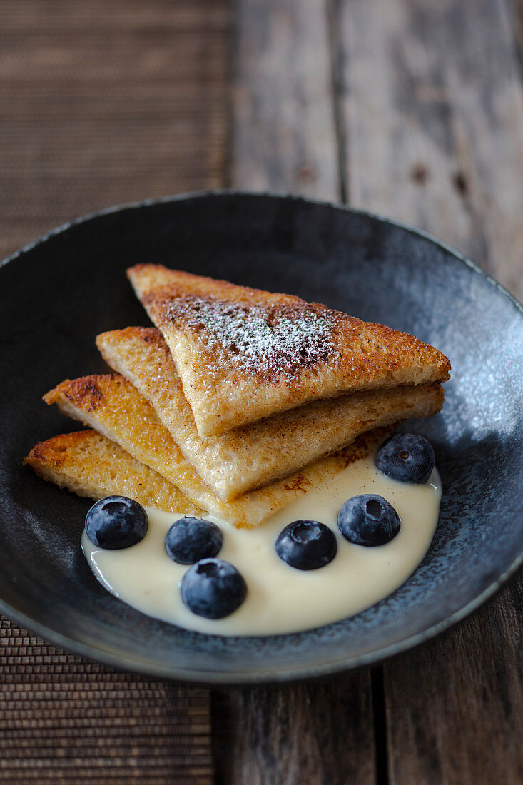 French Toast with vanilla sauce and blueberries