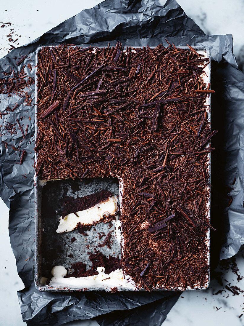 Vienetta with three ingredients: vanilla ice cream, chocolate brownies and dark chocolate