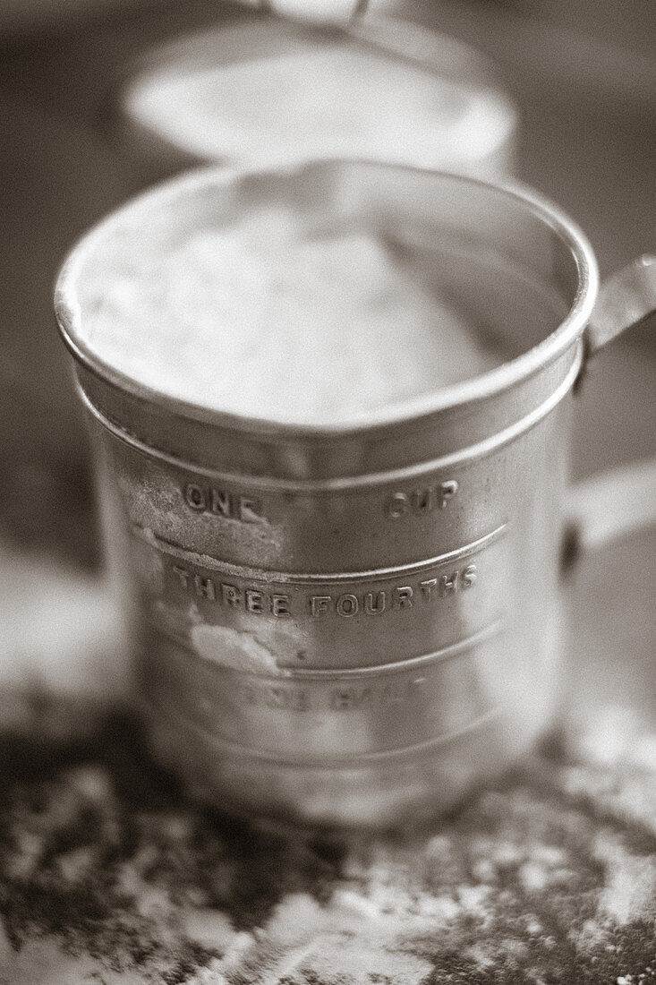 Powdered sugar shaker made of sheet metal