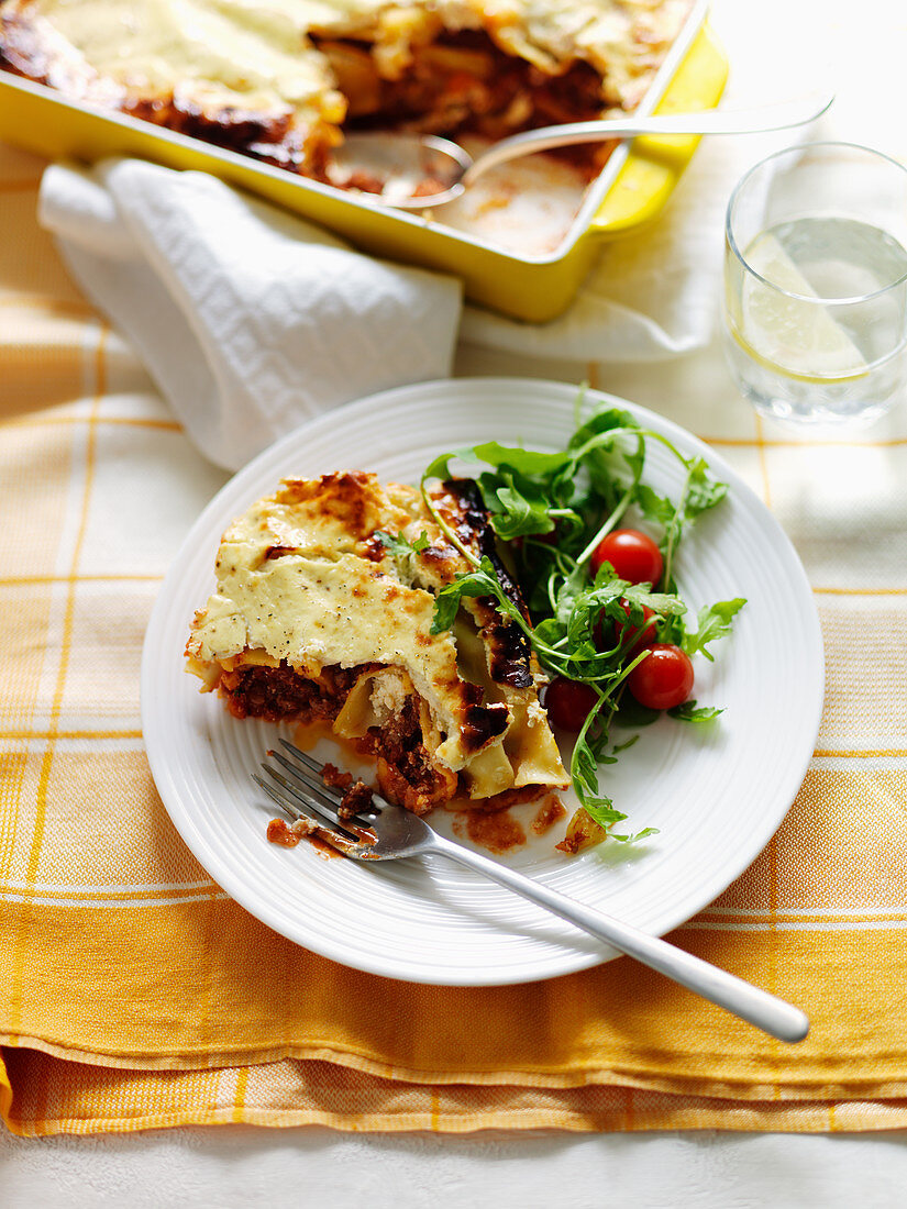 Cannelloni with salad and cherry tomatoes