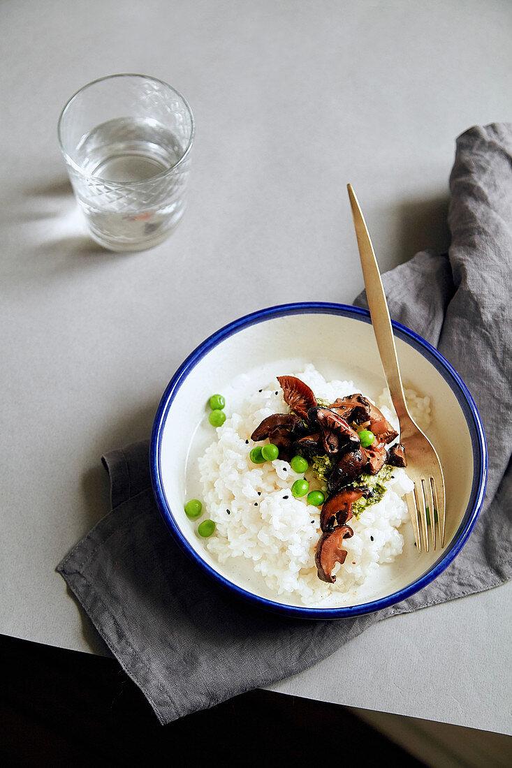 Comfort food bowl with jasmin rice, shiitake mushrooms and green peas