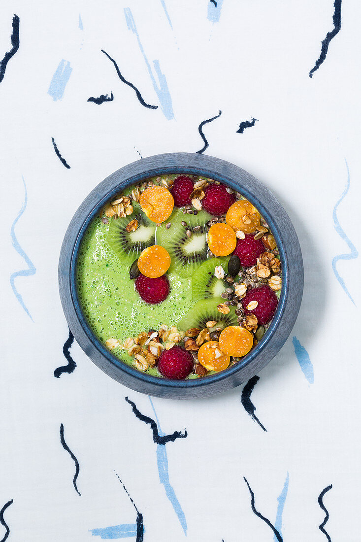 A good morning vegan bowl with moringa, spinach and physalis