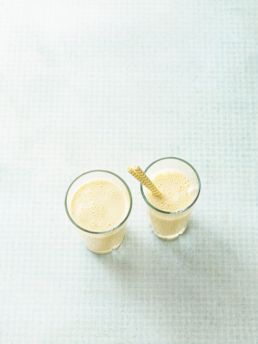 Protein shakes with sweet lupine and orange