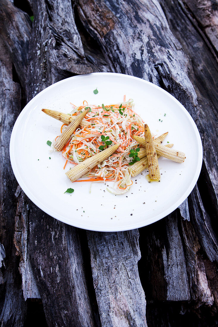 Coleslaw with grilled mini corncobs