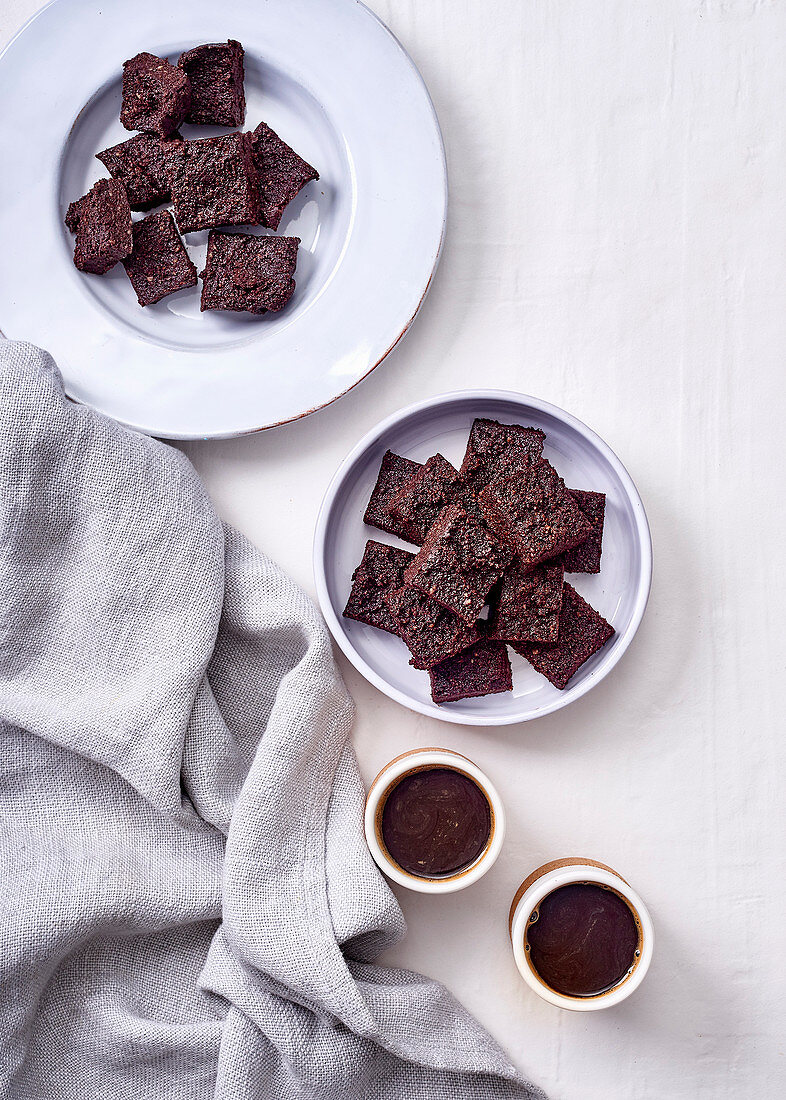Chocolate slices with cashews