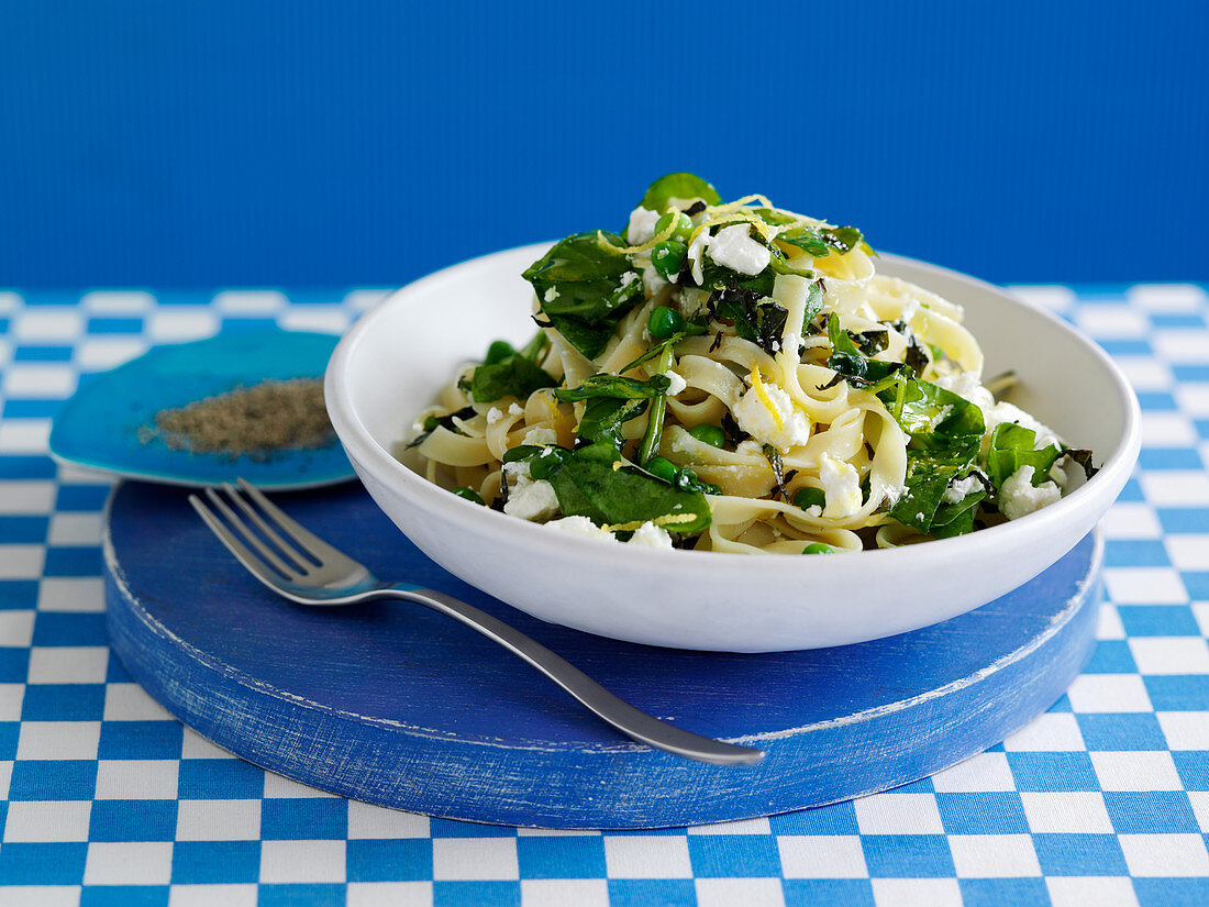 Tagliatelle with vegetables and feta