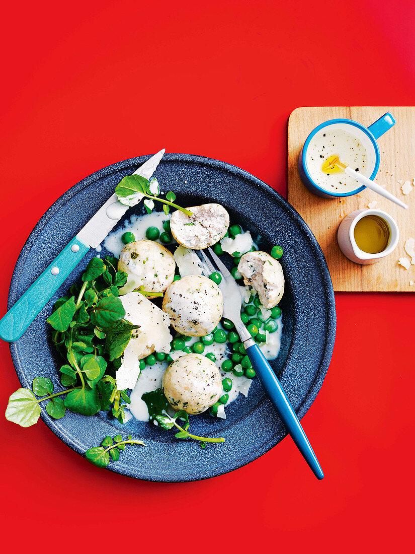 Hähnchen-Polpettini mit Parmesan und Erbsen