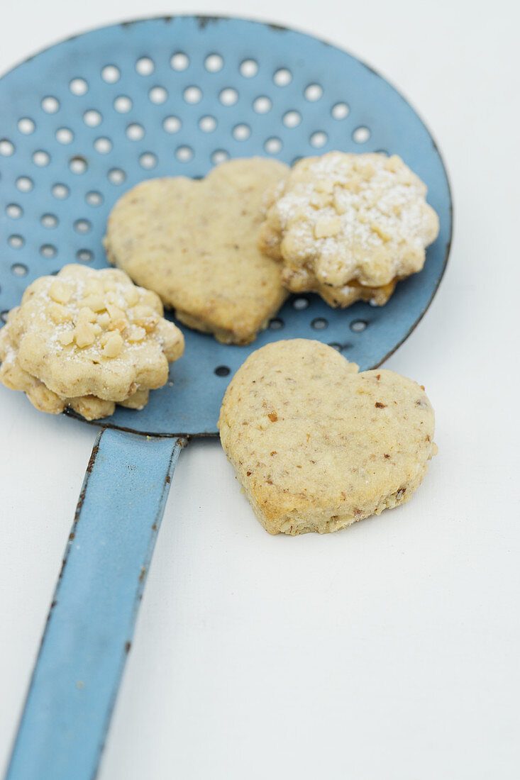 A ladle with cookies