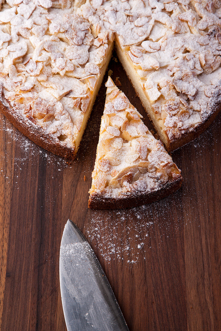 Boston apple and almond cake
