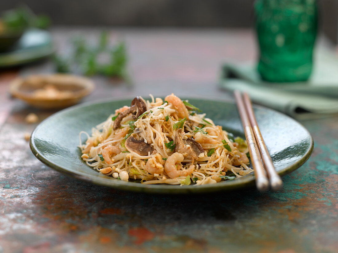 Pad Thai with shrimps (Thailand)