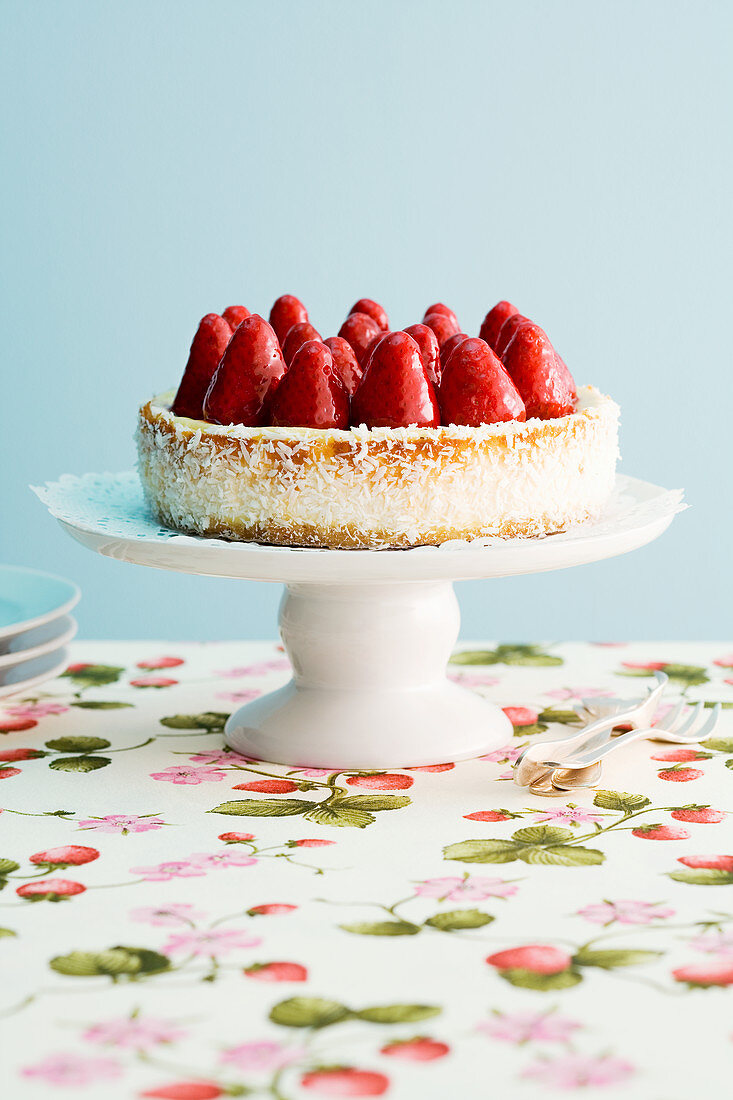Kokos-Cheesecake mit Erdbeeren