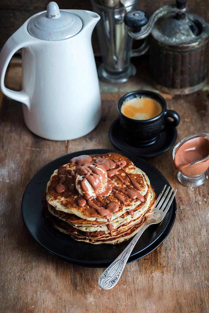 Pancakes mit Schokoladensauce