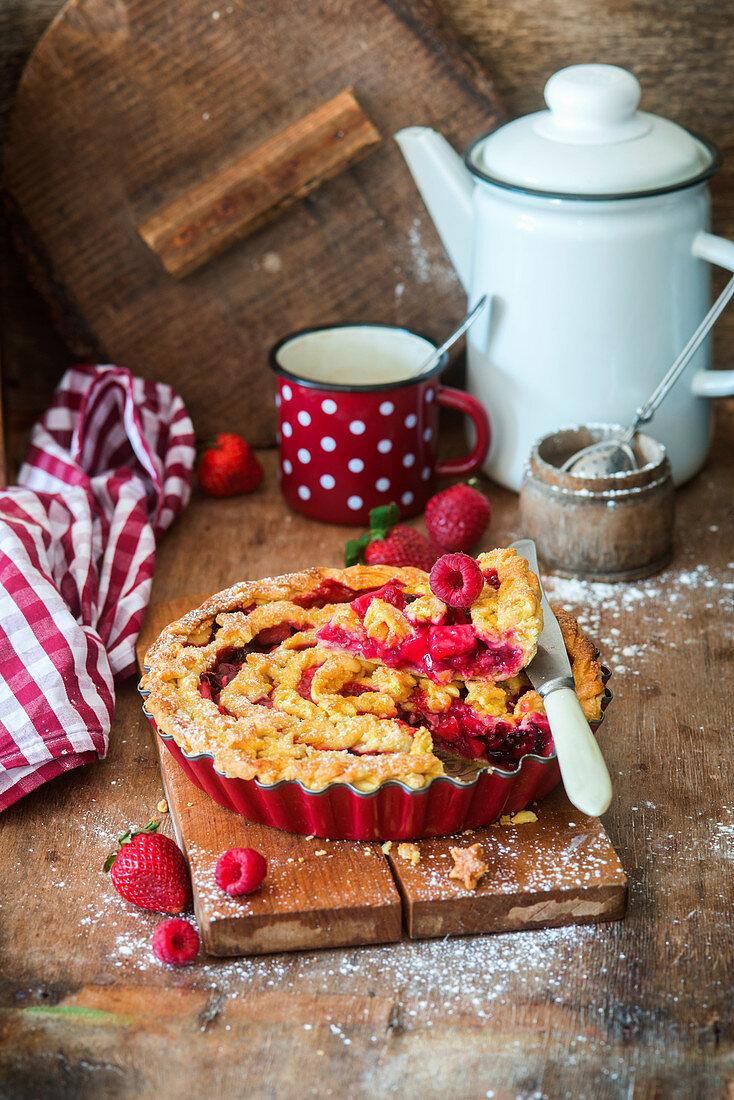 Berry apple pie