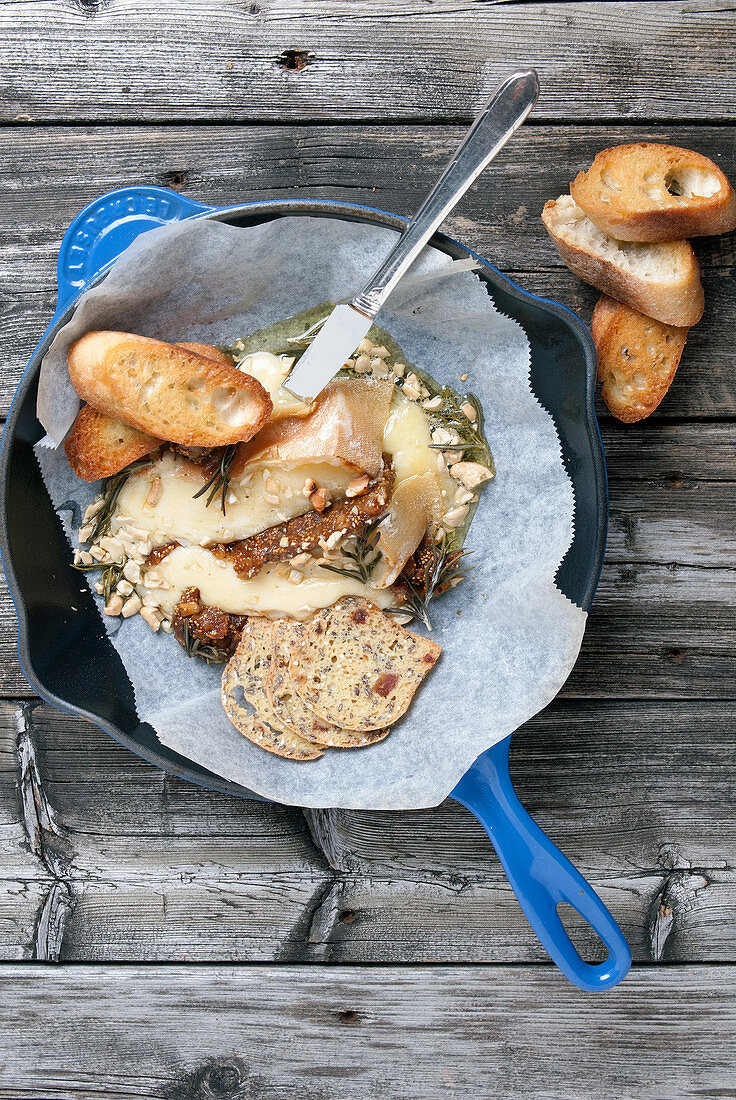 Camembert with nuts and rosemary from a pan