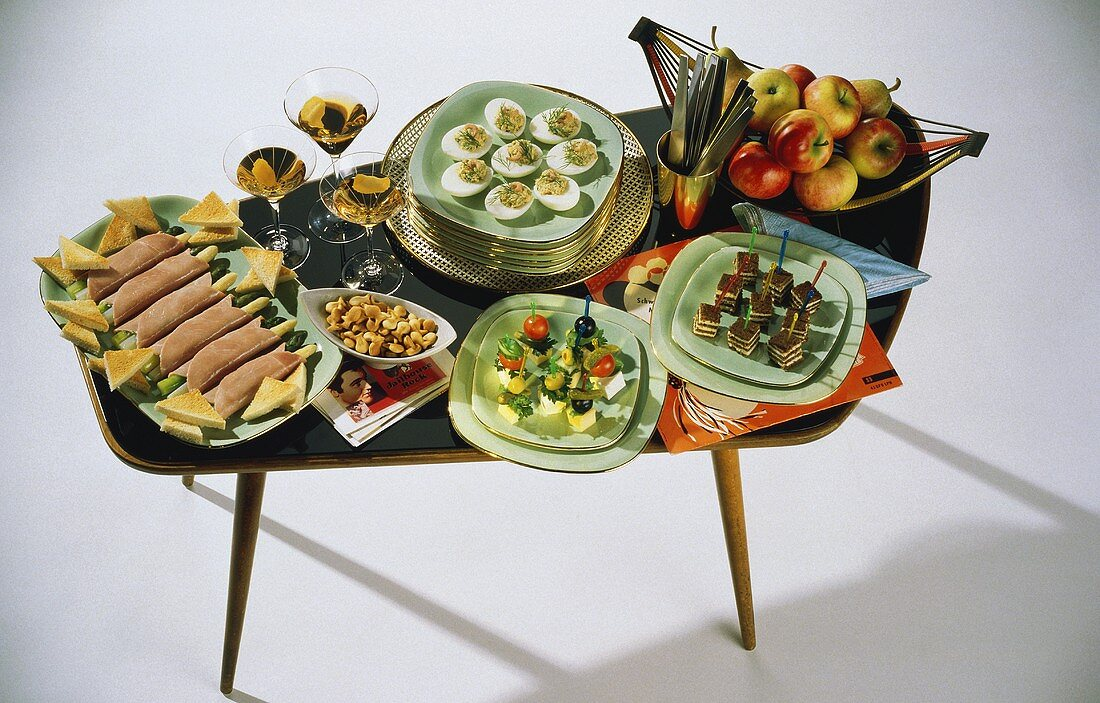 Fifties buffet with party snacks, nibbles & aperitifs