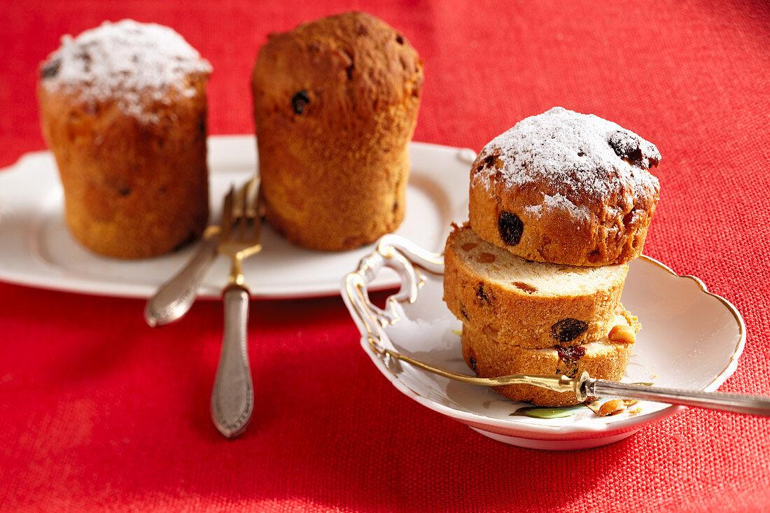 Small cakes with roasted peanuts, orange peel and sultanas