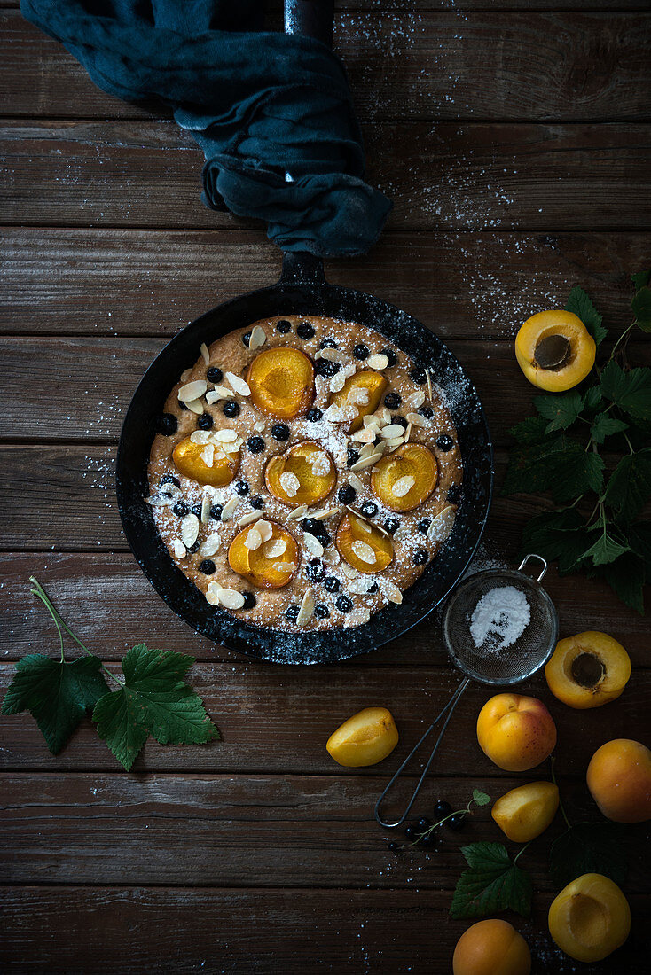 Vegan spelt bake with blackberries, apricots and almonds