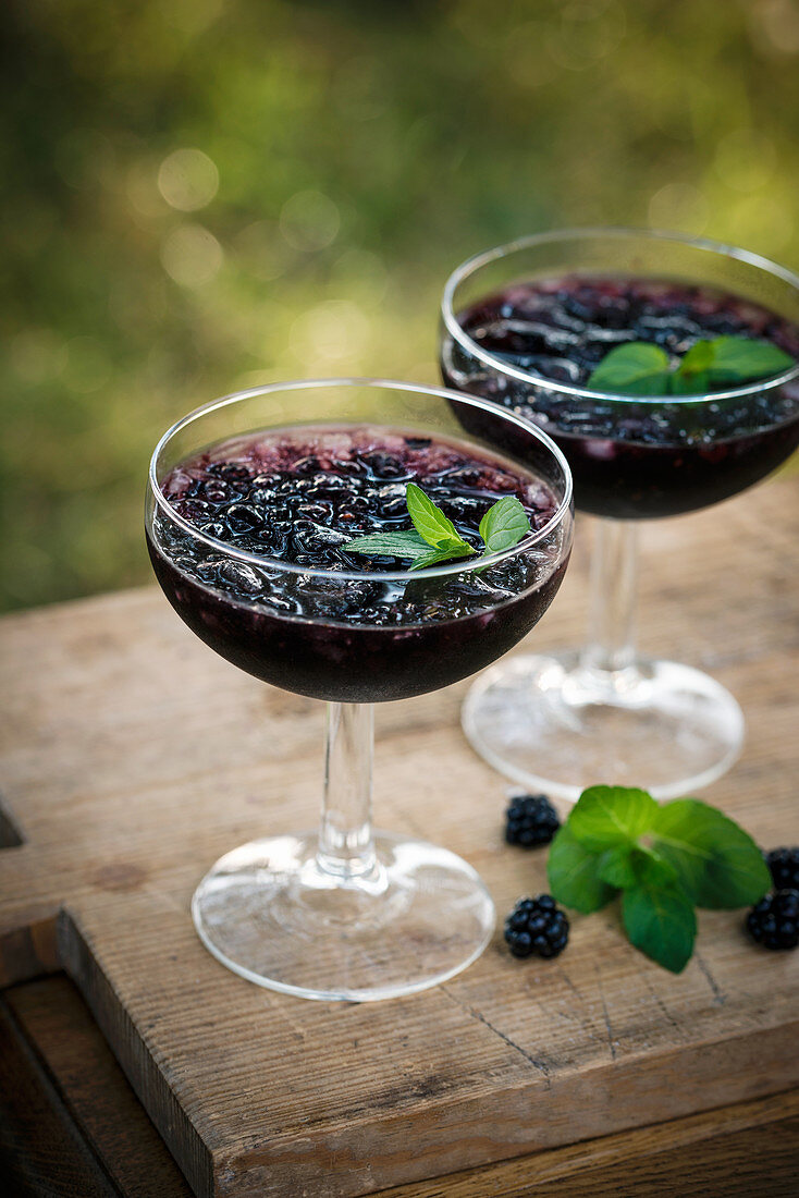 Iced gin and tonic blackberry cocktails