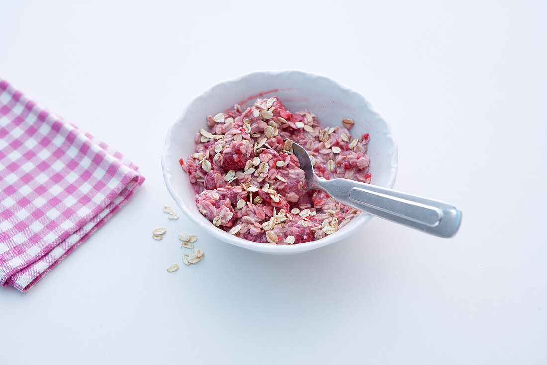 Raspberry and oat muesli