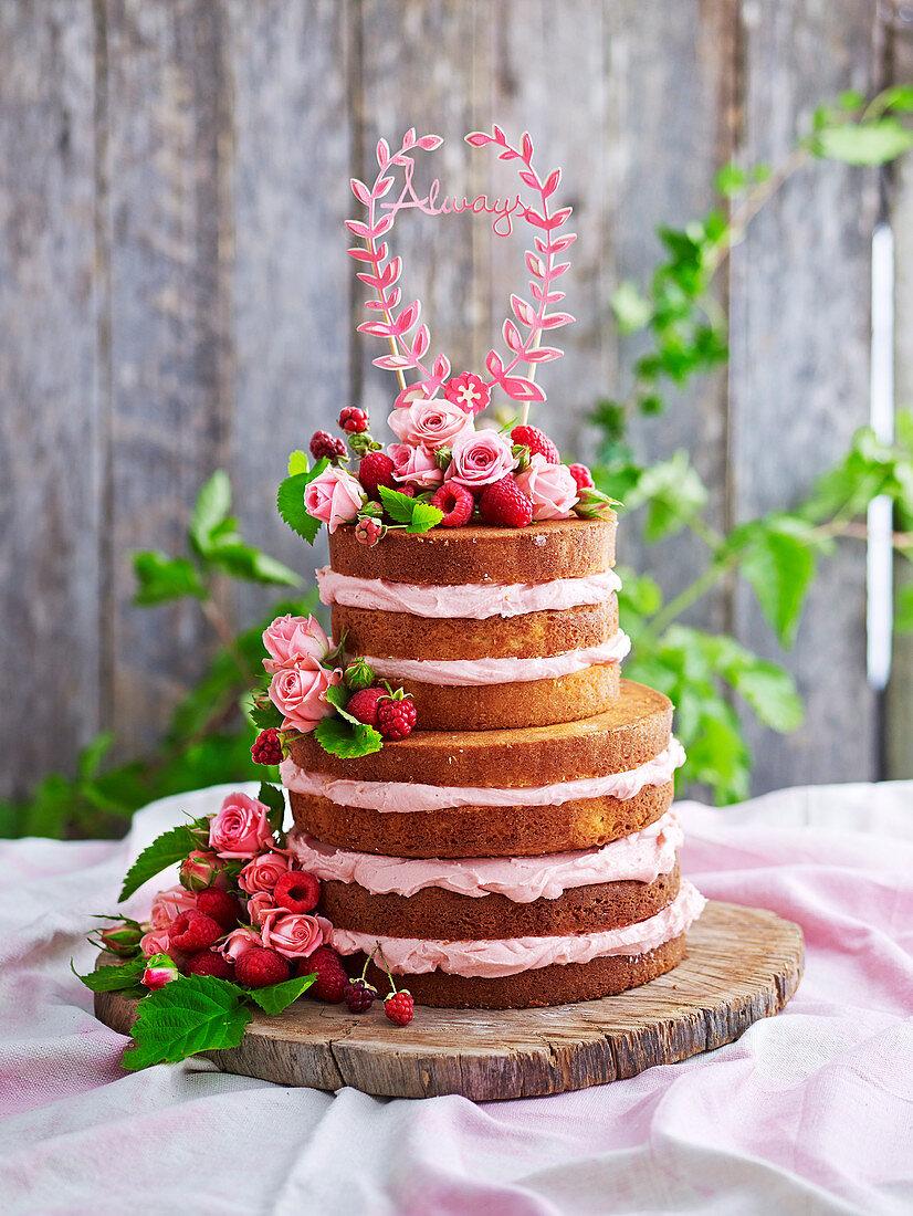 Geschichtete Naked Cake Hochzeitstorte mit Himbeeren