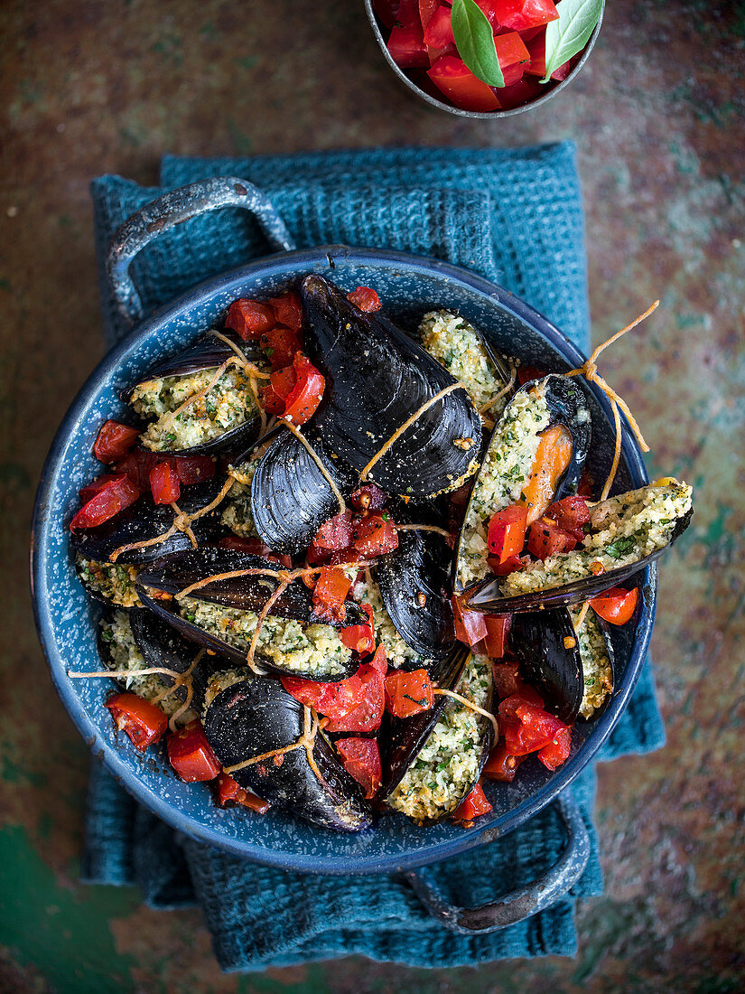 Mussels with a bread and cheese filling