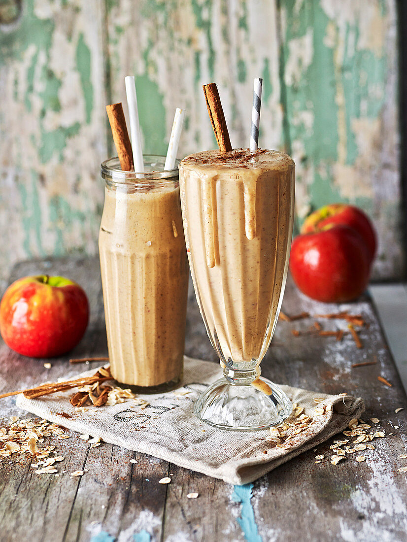 Spiced Apple Pie Oat Smoothie