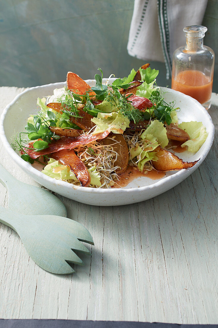 Chicory salad with roasted pear wedges, beansprouts, ham and a rosehip dressing