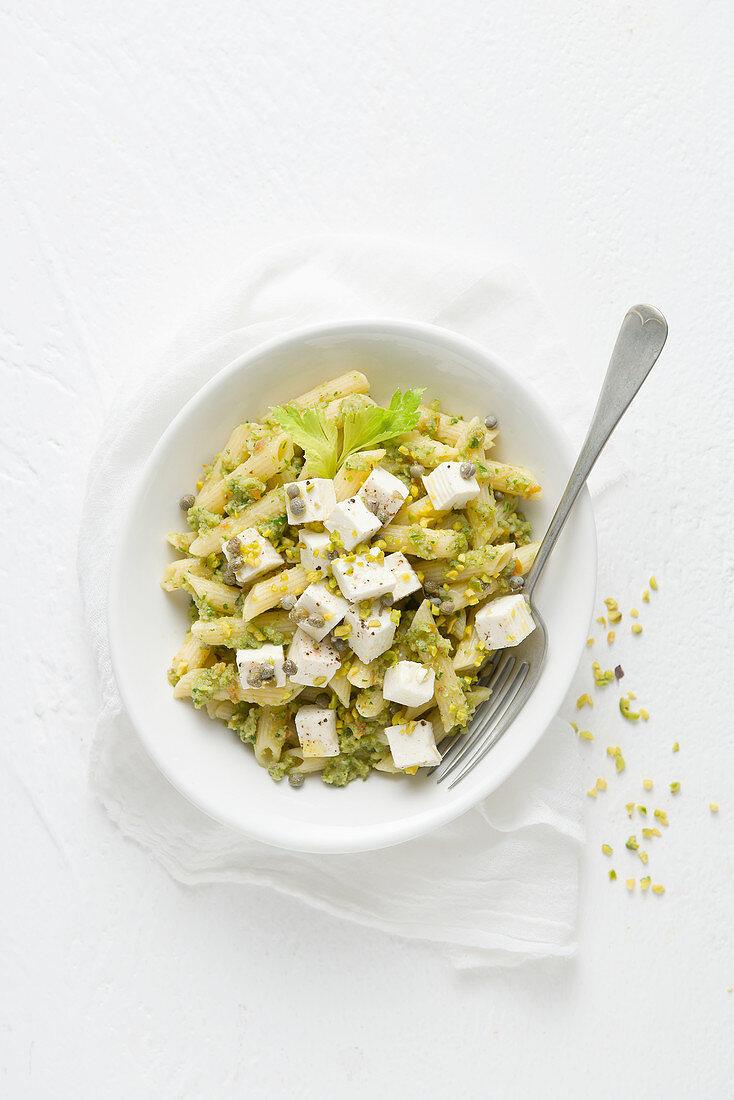 Pennette al pesto di sedano con i capperi (pasta with celery pesto and capers, Italy)