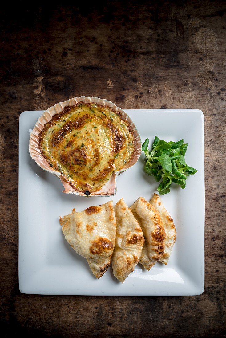 Baked Scallop with Naan