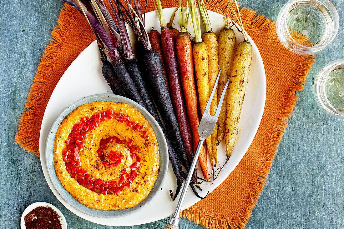 Geröstete Regenbogen-Karotten mit rotem Pesto aus Röstpaprika und Harissa