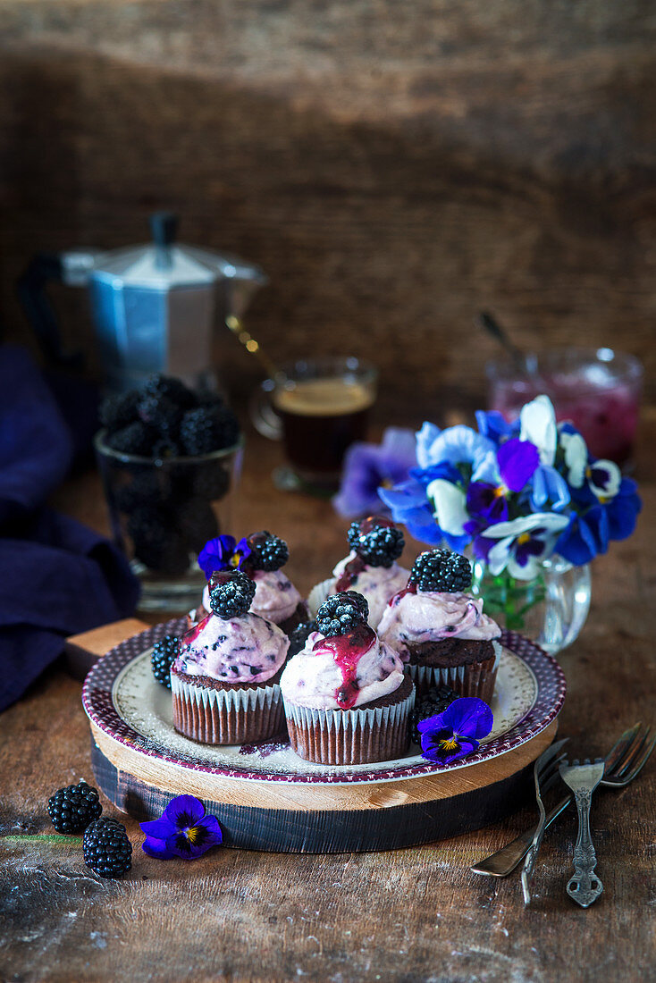 Chocolate and blackberry cupcakes