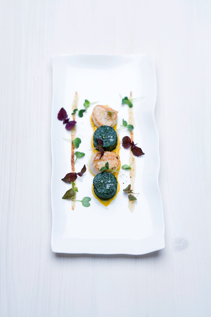 Scallops with gratinated horenso spinach cake and anchovy and lime aioli